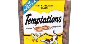 Temptations Tasty Chicken Flavor Treats for Cats 16 oz. Tub